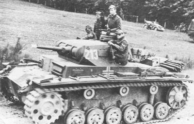 Tank PzKpfw III Ausf. E typicky na čele útoku německých jednotek