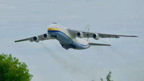 Antonov An-124 Ruslan startující z Lipska od Číny na druhý zásobovací let pro zdravotnický materiál.