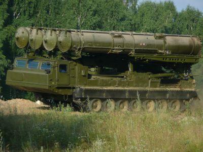 Systém S-300V s raketami 9M83 na pásovém podvozku