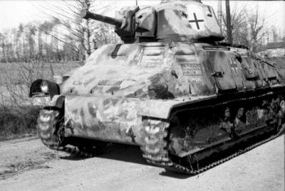 Tank SOMUA S35 zavedený v německé armádě jako PzKpfw 35-S 739(f)