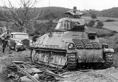 Jeden z francouzských tanků SOMUA S35 v době porážky Francie
