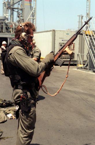 SEAL operator s puškou M14 za operace Pouštní bouře