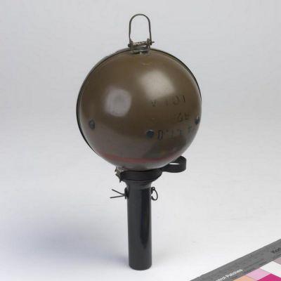 """Dochovaná """"lepivá bomba"""" v Imperiálním válečném muzeu"""