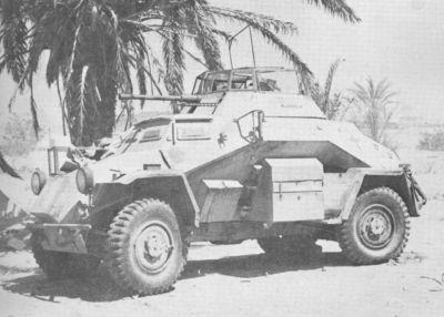Obrněný automobil SdKfz 222 z výzbroje jednotek Afrika Korps