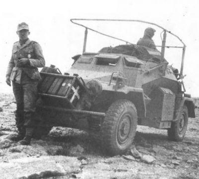 Vozidlo SdKfz 223 bylo jednou ze spojovacích verzí obrněnce SdKfz 222