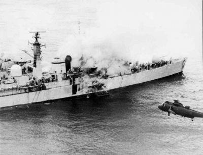 Požár torpédoborce HMS Sheffield, zasaženého 4. května 1982