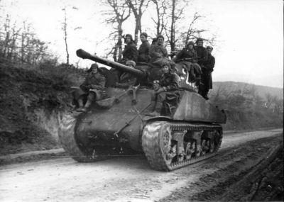 Nejpočetnějším typem západního tanku v sovětské armádě byl americký M4A2 Sherman (zde se 76mm dělem v sestavě 2. ukrajinského frontu)