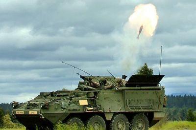 Vozidlo Stryker M1129 MC střílející ze 120mm minometu Soltam