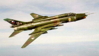 Stíhací bombardér Su-22M4, vyznačující se měnitelnou geometrií křídla