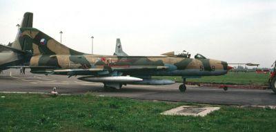 Stíhací bombardér Su-7BM, konstruovaný mj. jako nosič nukleárních pum