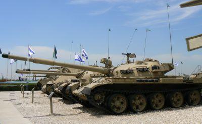 Tank T-62 ukořistěný izraelskou armádou a vystavený v muzeu Latrun