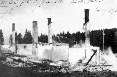 Trosky zničené celnice v Horní Malé Úpě po útoku sudetoněmeckého Freikorpsu