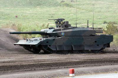 Tank Type 10 opatřený buldozerovou radlicí