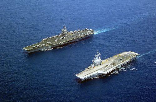 USS Enterprise (CVN-65) a Charles de Gaulle