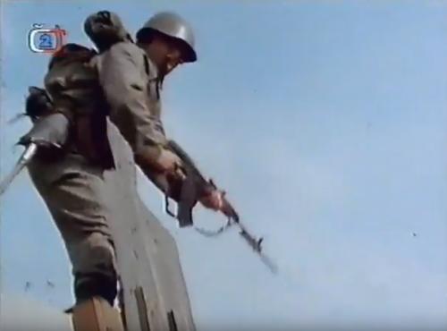 Záběr ze seriálu Velitel