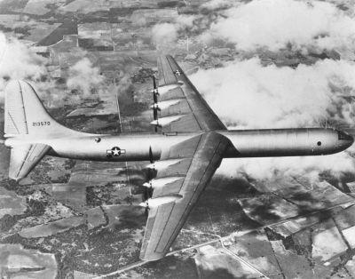 Prototyp XB-36 při prvním letu