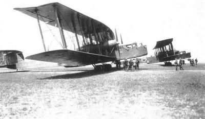 Dvojice letounů Zeppelin-Staaken R.VI se připravuje k letu