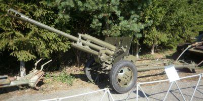 Krásně zachovaný 76,2mm kanon ZiS-3 ve vojenském muzeu ve Vyškově
