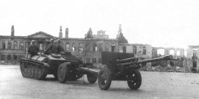 Jeden z mnoha sovětských kanonů ZiS-3 ukořistěných Wehrmachtem