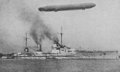 Zeppelin letící nad SMSSeydlitz