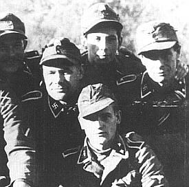 Poddůstojníci z 19. Waffen-Grenadier Division der SS.