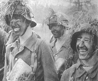Estonští dobrovolníci z 20. Waffen Grenadier Division.