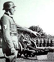 Příslušníci LVF na přehlídce.